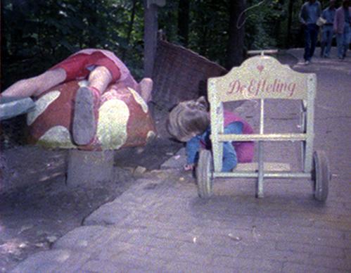 Dirk en Clara bij de paddestoel 1985