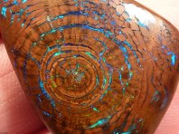 Opalescent hout